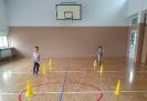 Zabawy ruchowe w sali gimnastycznej_1